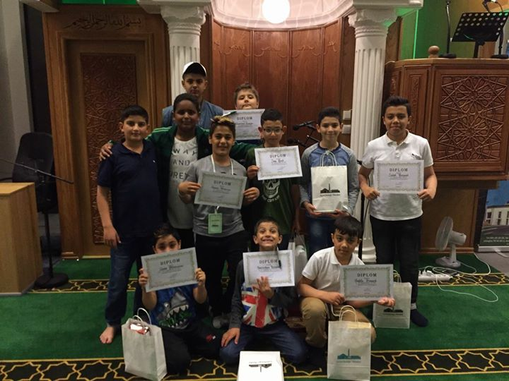 Moskén tackar sina unga volontärer
